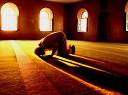 Muslim man prays in mosque